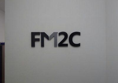 Logotipo com letras metal