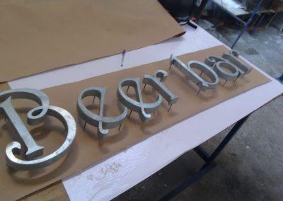 corte a laser de letras